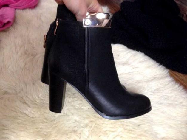 online retailer b4e8b f4cdc ASOS neu schwarze Boots croco Leder goldener Schnalle Metall Chain  Stiefeletten Absatz gold schwarz schlangenlederkroko