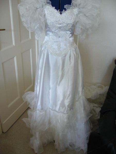 Vintage 80er Jahre Brautkleid Mit Schleppe Kleiderkorb At
