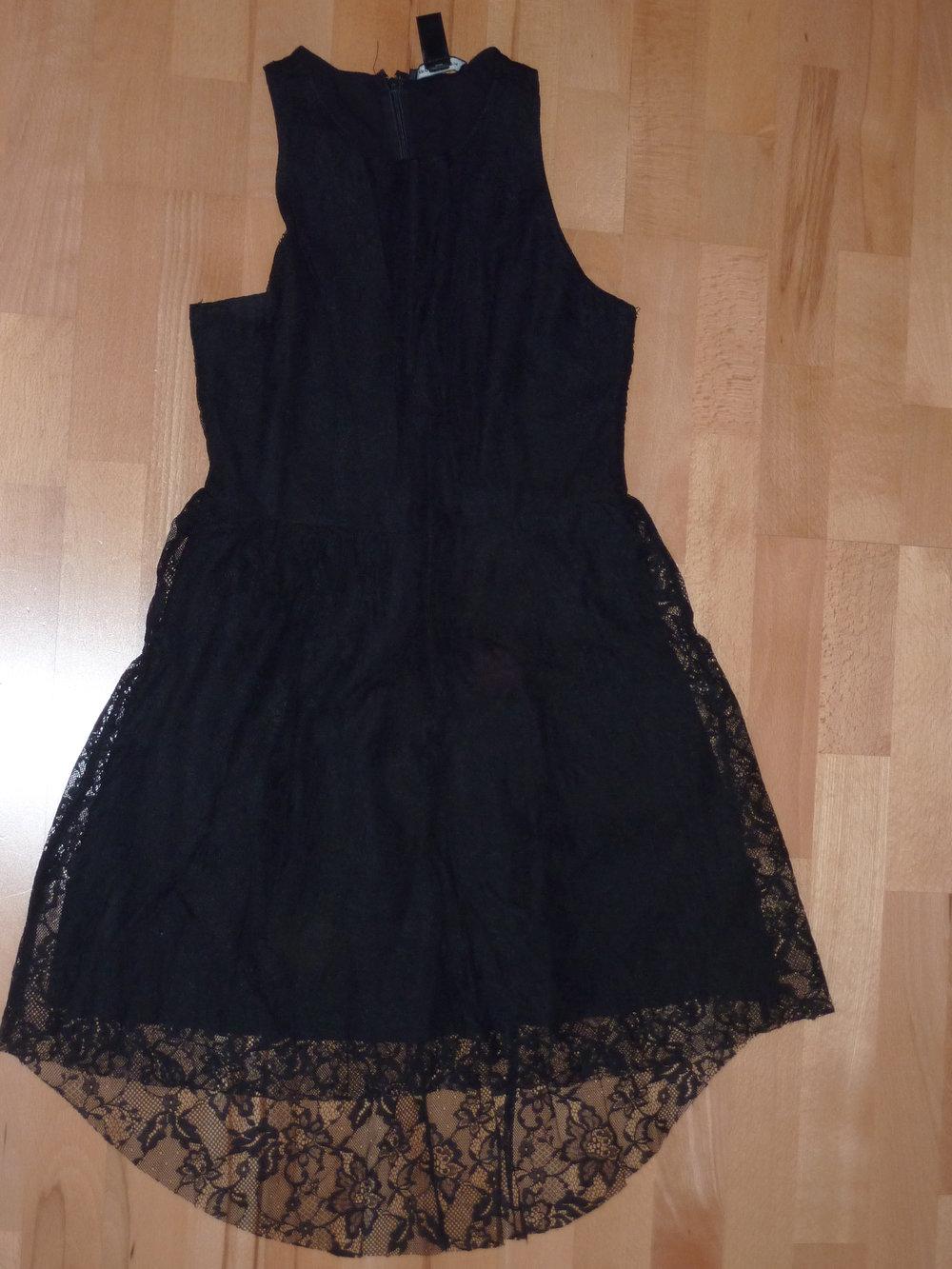 72d00ae30f2c59 H&M - Schwarzes Kleid mit Spitze :: Kleiderkorb.at