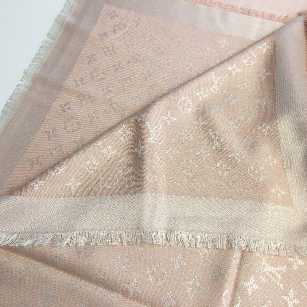 182311f4fa608 ... Monogram Denim Tuch Louis Vuitton rosa nude weiß Blogger .