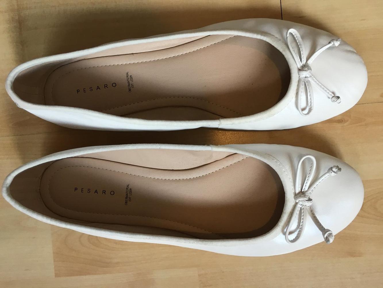 on sale 982f8 17694 Weiße Leder-Ballerinas mit Schleifchen