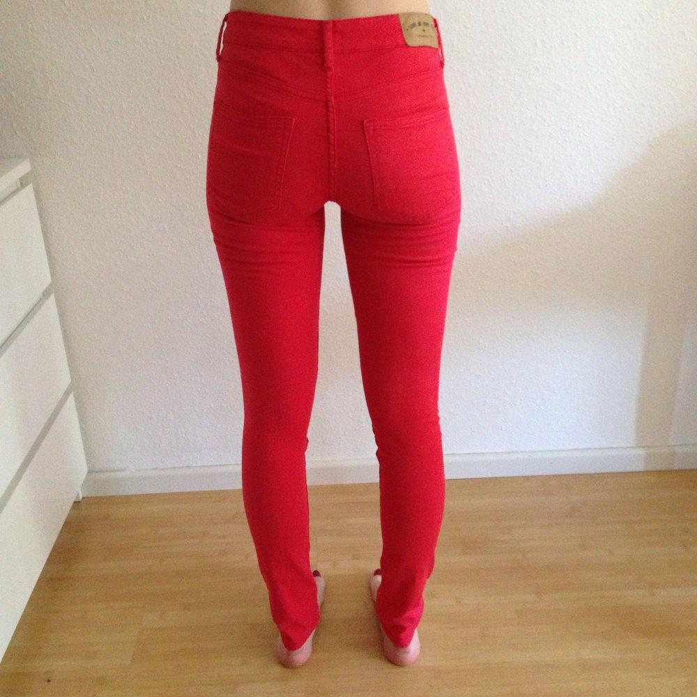 speziell für Schuh 100% Zufriedenheitsgarantie Talsohle Preis Rote Hose, Röhrenjeans Damen H&M, Größe 36