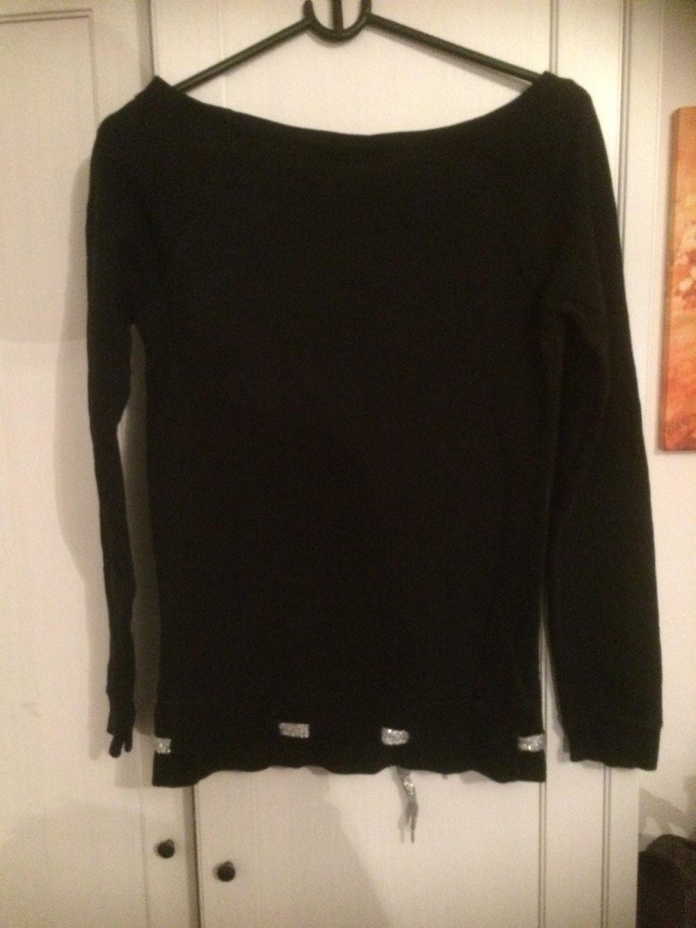 new concept a1087 45f38 Schwarzer Pullover mit Sternen von Madonna