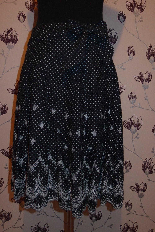 schöner schwarzer Rock mit weißen Punkten    Kleiderkorb.at c11df43d01