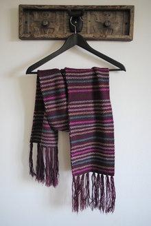 e6779ea123be30 Diesen süßen Schal habe ich einst bei Kleiderkreisel erkreiselt. Obwohl er  mir echt gut gefällt habe ich ihn nie getragen - er hat einfach nicht meine  ...